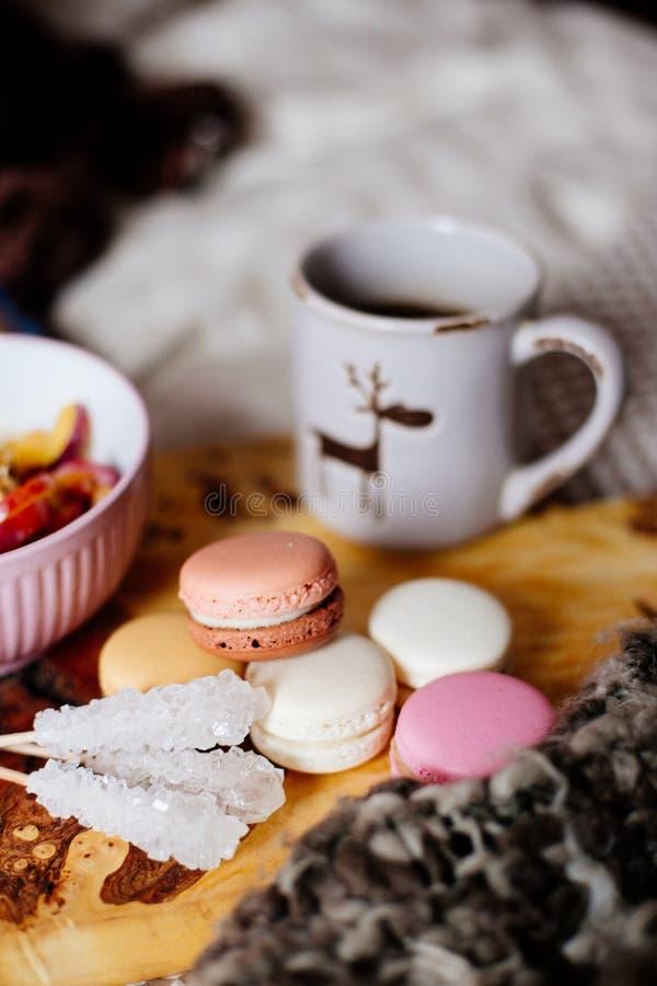 Morgonkaffe i underlag arkivbilder