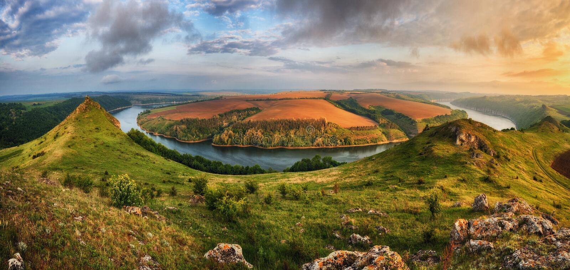 Morgonkanjon av den Dniester floden arkivbilder