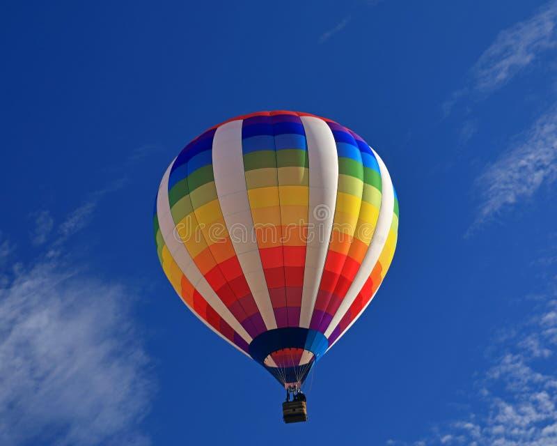 Morgonlansering av varmluftsballongen fotografering för bildbyråer