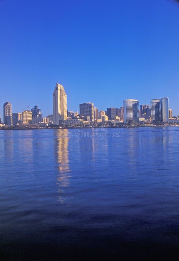 Morgonljus på Sanen Diego Bay, sikt från Coronado, San Diego, Kalifornien royaltyfri foto