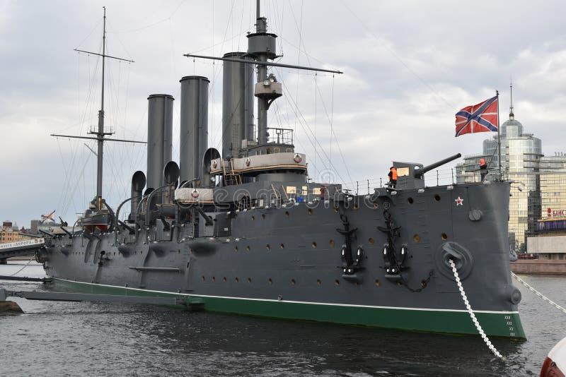 Morgonrodnadkryssaren - flaggskeppet av den ryska marinen och skepp`en s numrerar en! arkivbild