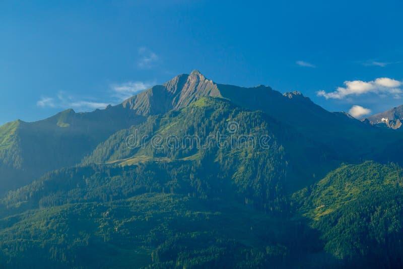 Morgonsikt av monteringen Imbachhorn ovanför Kaprun royaltyfria foton