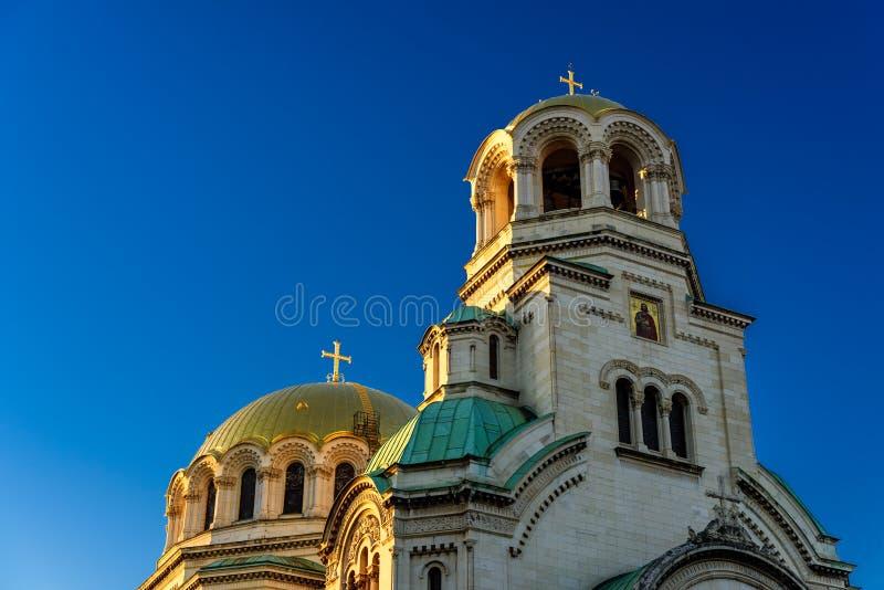 Morgonsikt av solbelysta Alexander Nevsky Cathedral, Sofia, Bulgarien arkivfoto
