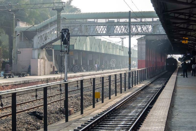 Morgonsikten av Bangalore välter järnvägsstation Bangalore, Karnataka, Indien arkivfoto