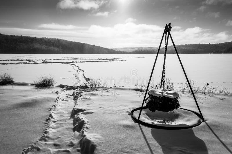 Morgonvinterplats på en sjö arkivfoton