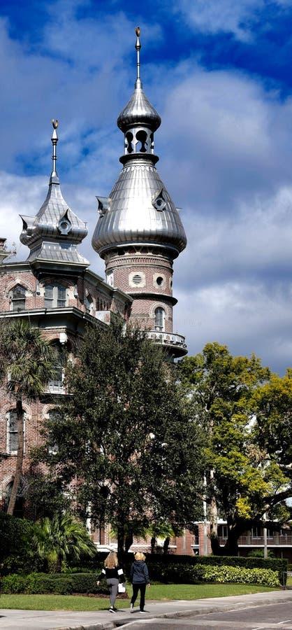 Moriska minaret, kupoler och kupoler av ett Tampa hotell royaltyfria foton