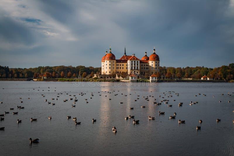 Moritzburg, Alemanha - 20 PTU, 2017: Visão geral do Castelo Moritzburg imagens de stock royalty free