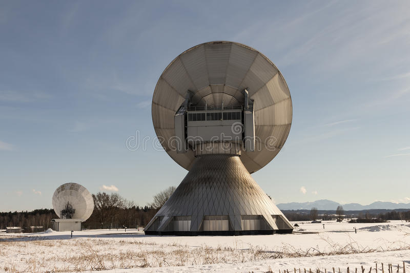 Mork dzwoni Orson z antenami satelitarnymi zdjęcia royalty free