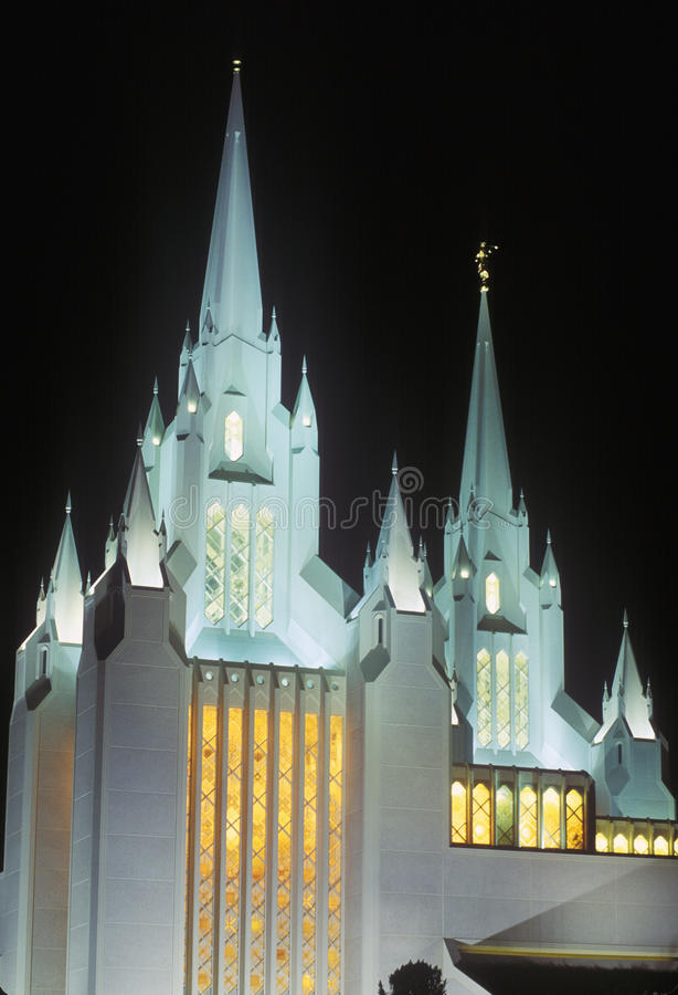 Mormonischer Tempel nachts in Nord-San Diego California stockfotos