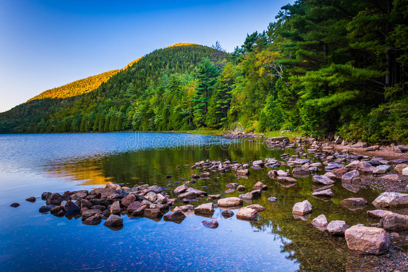 Morning reflections at Bubble Pond, in Acadia National Park, Mai stock photos