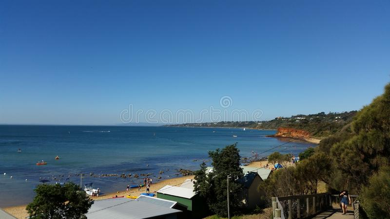Mornington strand- och havsikt i australisk sommar royaltyfria foton