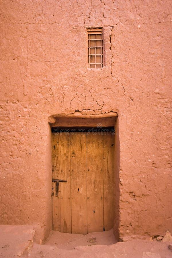 moroccan trä för dörr royaltyfria foton