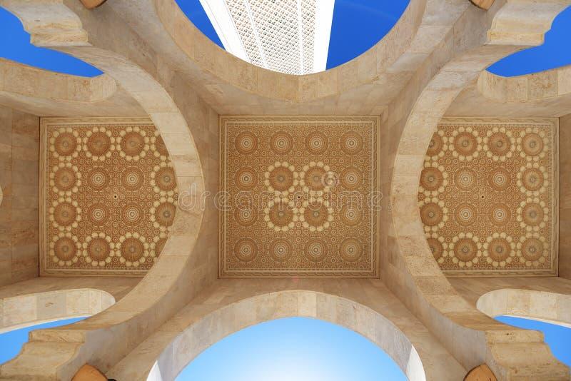 morocco Galleri och tak av den Hassan II moskén i Casablanca arkivfoto