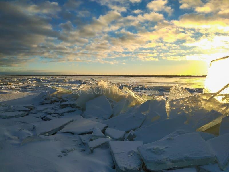 Morones del hielo en el lago fotografía de archivo