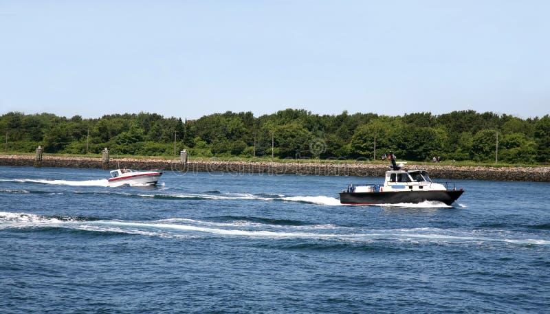 Morotboats på vattnet royaltyfri foto