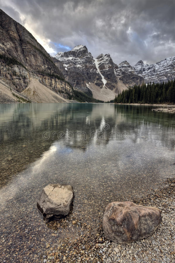 Morraine See Alberta lizenzfreie stockfotos