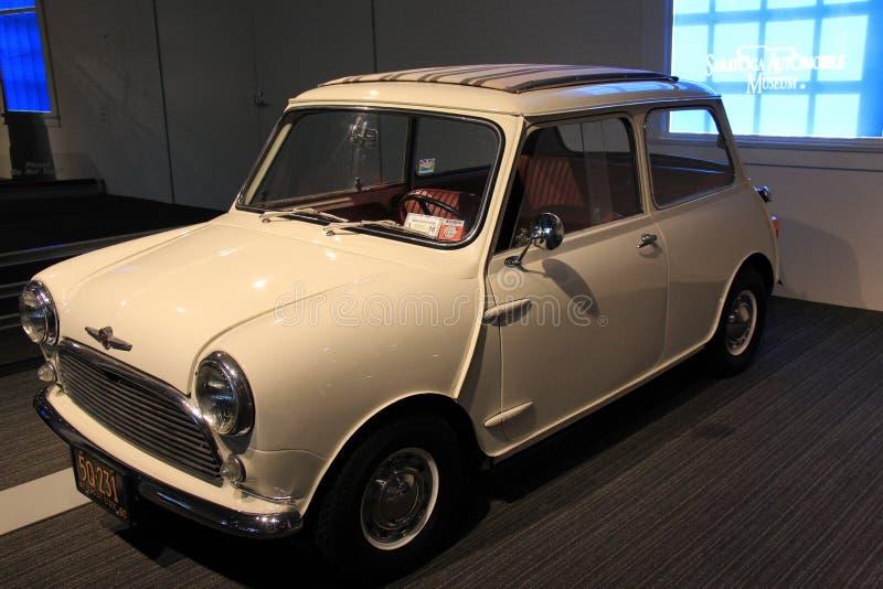 Morris Mini-Minor 1960 /850 en la exhibición, museo del automóvil de Saratoga, Nueva York, 2015 fotografía de archivo libre de regalías