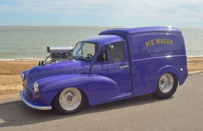 Morris Minor Van a transformé en Hotrod images libres de droits