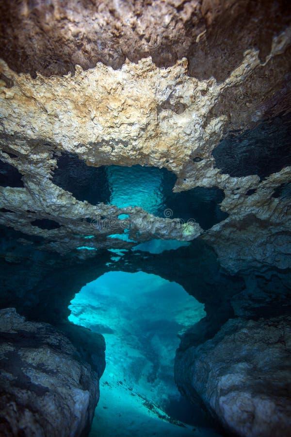 Morrison jaillit plafond de caverne images stock