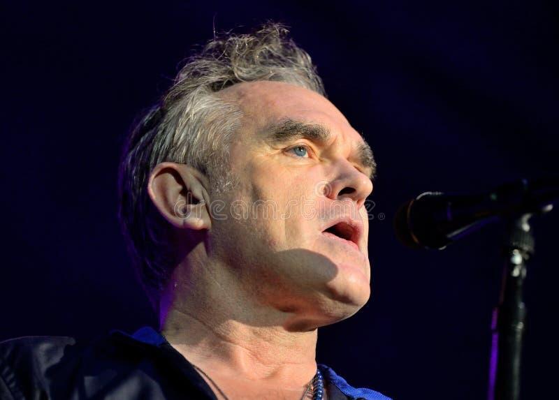 Morrissey, известное поэт-песенник и вокалист рок-группы кузнцы, выполняют на клубе Sant Jordi (место) стоковое фото rf
