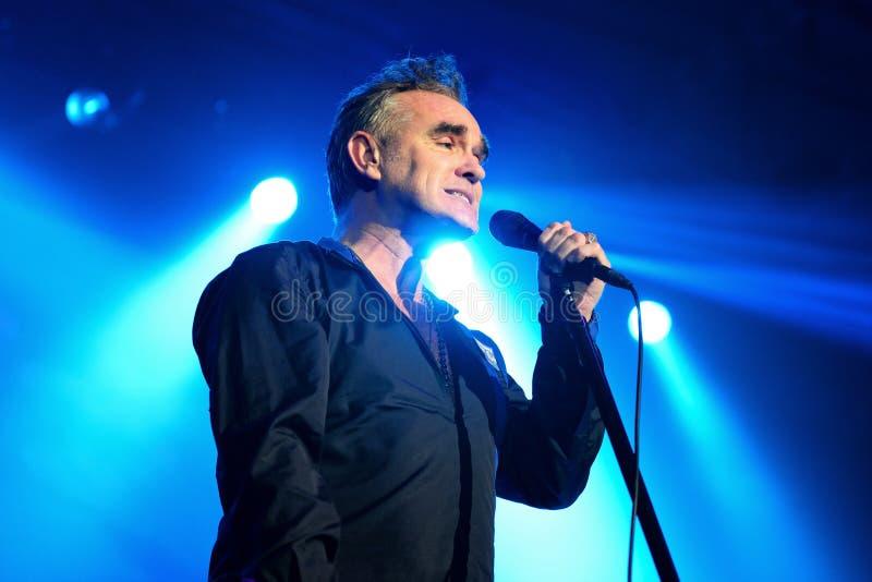 Morrissey, l'auteur lyrique célèbre et le chanteur du groupe de rock les forgerons, exécute photo libre de droits