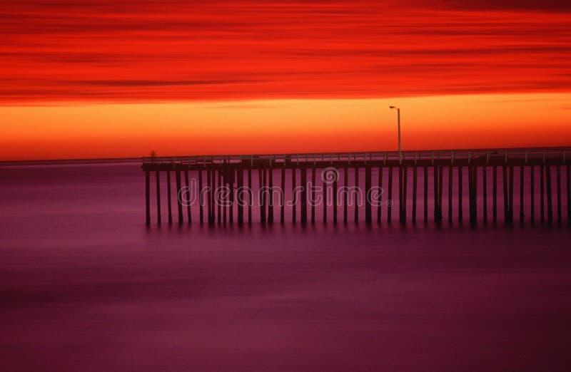 Morro在日落,加州的海湾码头 库存图片
