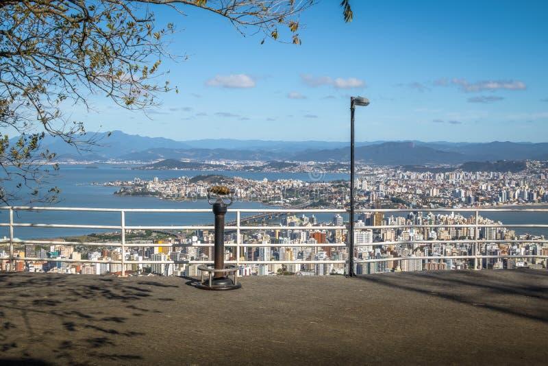 Morro da Cruz观点和街市弗洛里亚诺波利斯市视图-弗洛里亚诺波利斯,圣卡塔琳娜州,巴西 免版税图库摄影