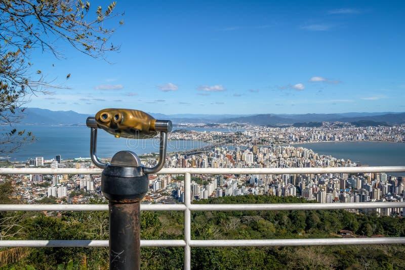 Morro da Cruz观点和街市弗洛里亚诺波利斯市视图-弗洛里亚诺波利斯,圣卡塔琳娜州,巴西 免版税库存照片