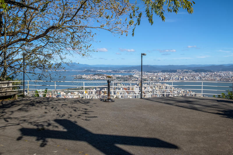 Morro DA Cruz Viewpoint et vue du centre de ville de Florianopolis - Florianopolis, Santa Catarina, Brésil image stock