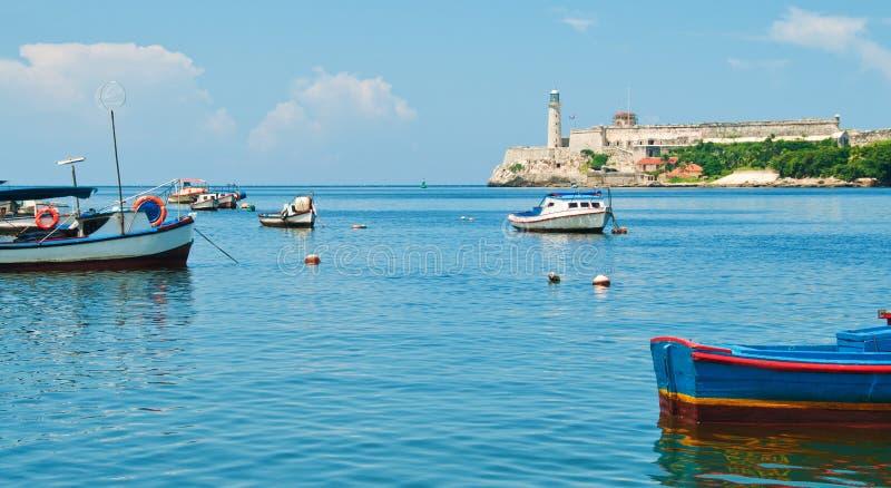 Morro-Festung und Fischerboote in Havana bellen stockfotos