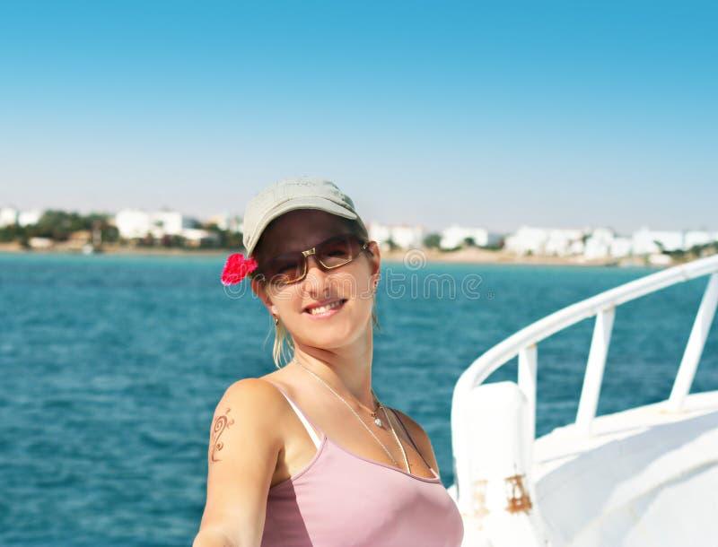 morska podróż uśmiechnięta dziewczyny obraz royalty free