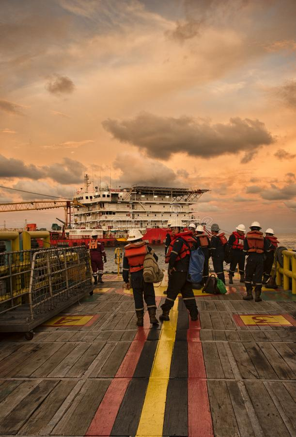 Morska załoga stał bezczynnie dla załoga przeniesienia operaci obrazy royalty free
