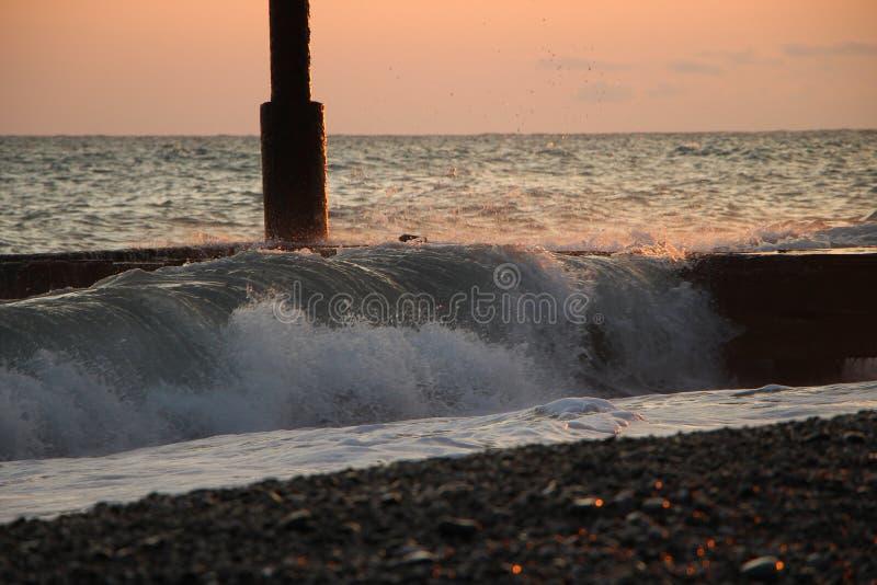 Morski wschód słońca na molu obraz stock