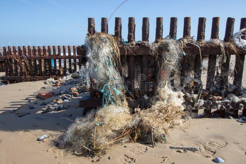 Morski zanieczyszczenie Świetnego nylonowego klingerytu kołtuniasta denna sieć rybacka zdjęcie stock