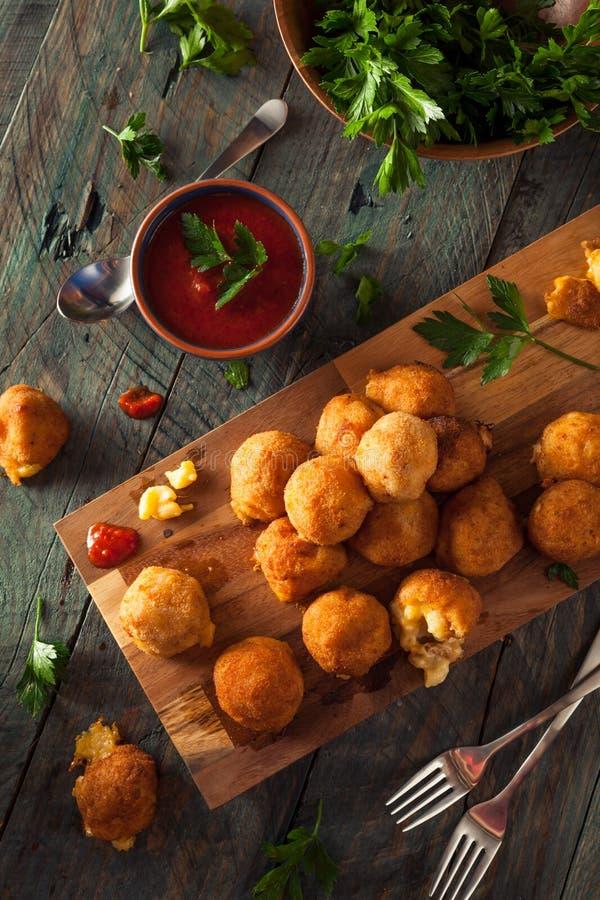 Morsures de Fried Mac et de fromage image libre de droits