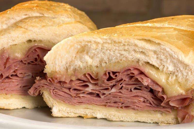Mortadellasmörgås, italiensk korv arkivbild