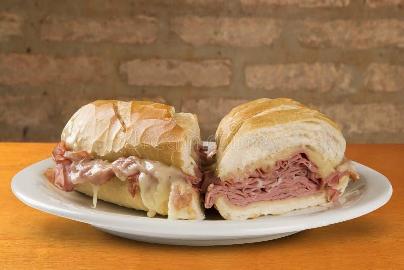Mortadellasmörgås, italiensk korv royaltyfri foto