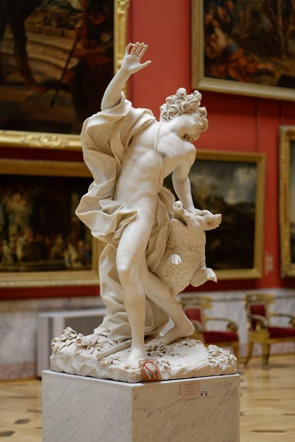 Morte da escultura de Adonis no museu de eremitério do estado