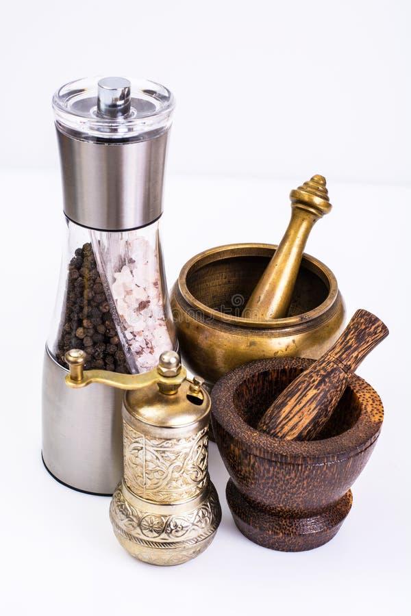 Mortel med mortelstöten och maler för kryddor arkivfoton