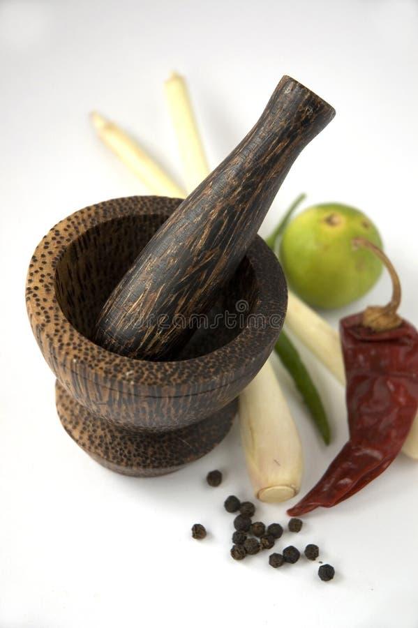 mortelpestlen kryddar thai arkivfoton