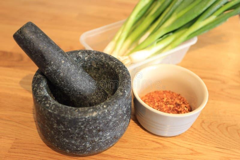 Mortier en pierre pour la cuisson thaïlandaise de nourriture image libre de droits