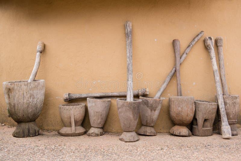 Mortier et pilon en bois photo libre de droits