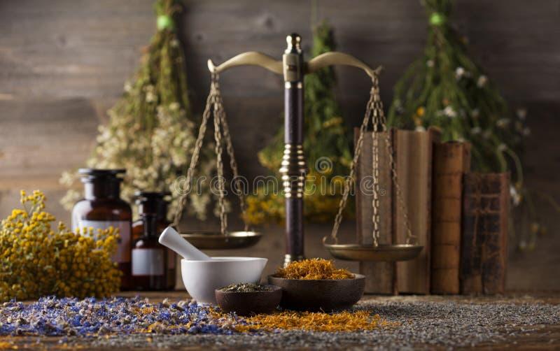 Mortier, médecine parallèle et remède naturel photos stock
