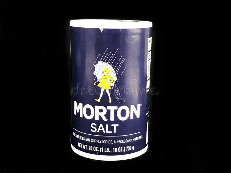 Morton Salt Container auf einem schwarzen Hintergrund lizenzfreies stockbild