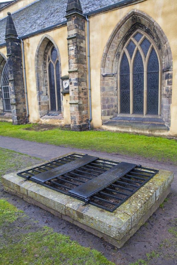 Mortsafe i den Greyfriars kyrkogården i Edinburg arkivbild