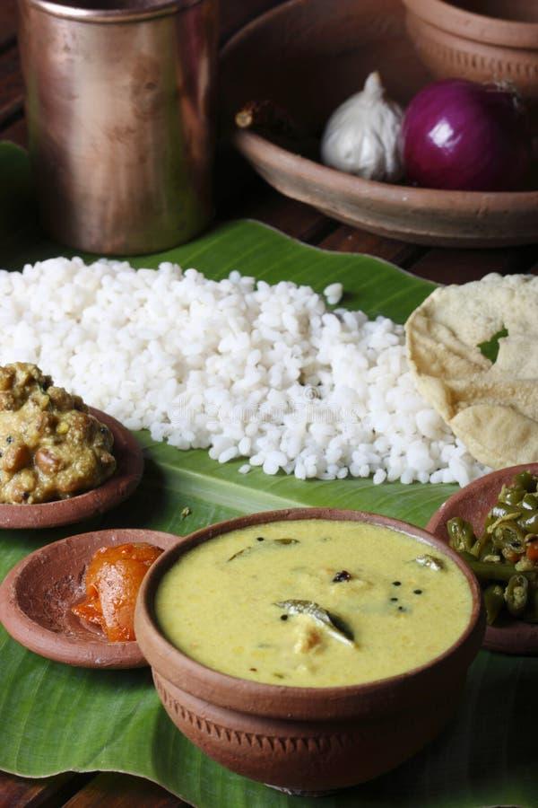 Moru-Curry oder kalan - ein traditioneller Kerala-Teller lizenzfreies stockfoto