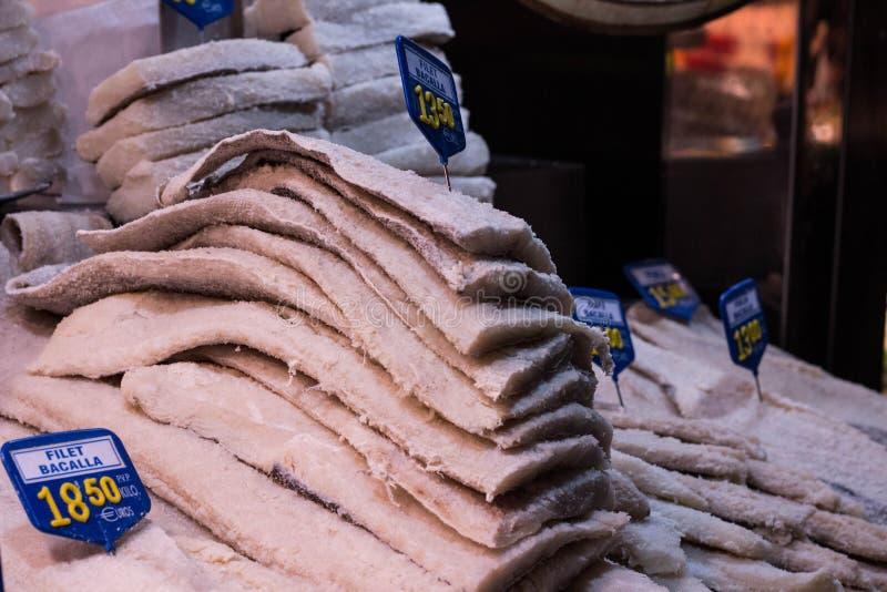 Morue en sel empilé en vente photographie stock libre de droits