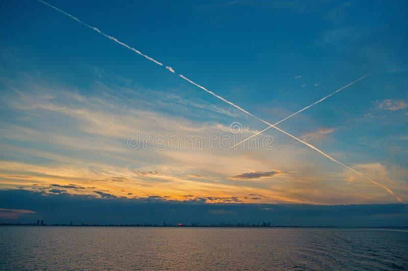 Morza lub oceanu woda na niebieskim niebie w Miami, usa Wieczór seascape po zmierzchu Pokój, spokój, wolność Natura, woda fotografia royalty free
