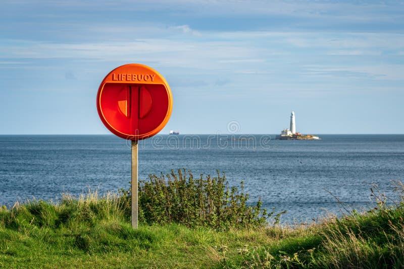 Morza Północnego wybrzeże w Seaton śluzie, Anglia, UK fotografia stock