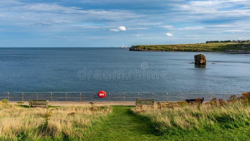 Morza Północnego wybrzeże w Seaton śluzie, Anglia, UK zdjęcia royalty free